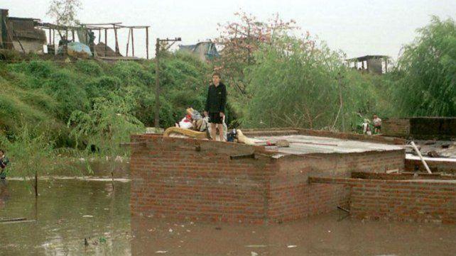 Una postal que refleja lo que dejó la fatal inundación de Santa Fe en 2003.