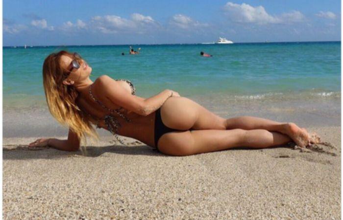 Cirio lució su cuerpo perfecto en la playa.