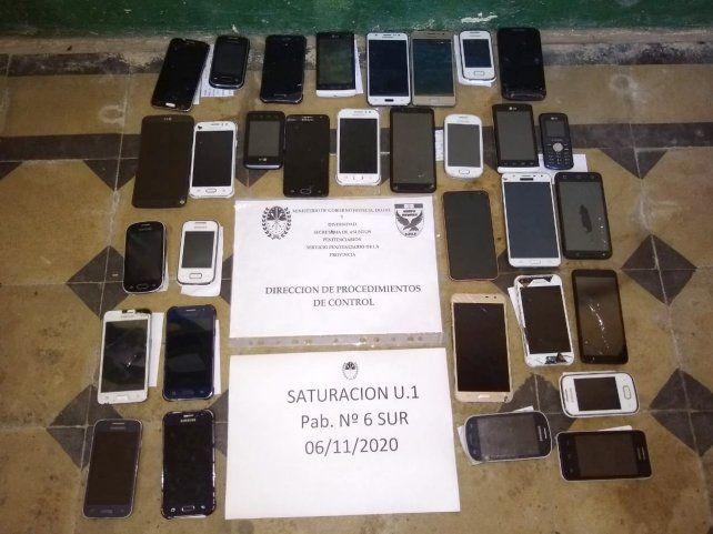 Personal del Servicio Penitenciario secuestró 32 celulares en distintos operativos en la cárcel de Coronda.