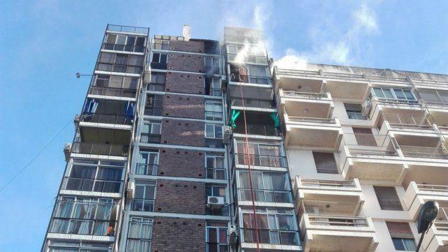 Balcón humeante. El departamento donde se produjo el incendio.
