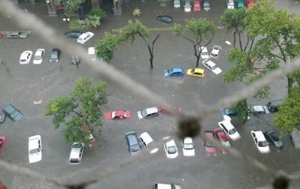 Impresionante. En media hora cayó 59 milímetros de agua. Los barrios de Ciudad Vieja y Centro