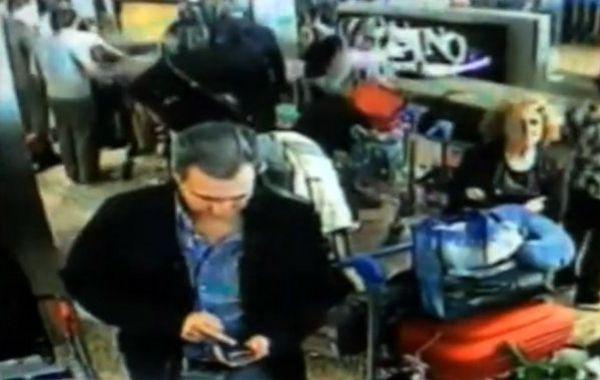 Una de las imágenes de las cámaras de Ezeiza en las que se ve al fiscal Nisman.