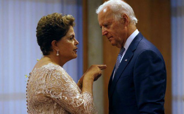 Dedito. Rousseff fue saludada por el vice de EEUU