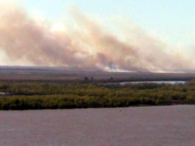 Volvió la quema de pastizales y el humo frente a Rosario