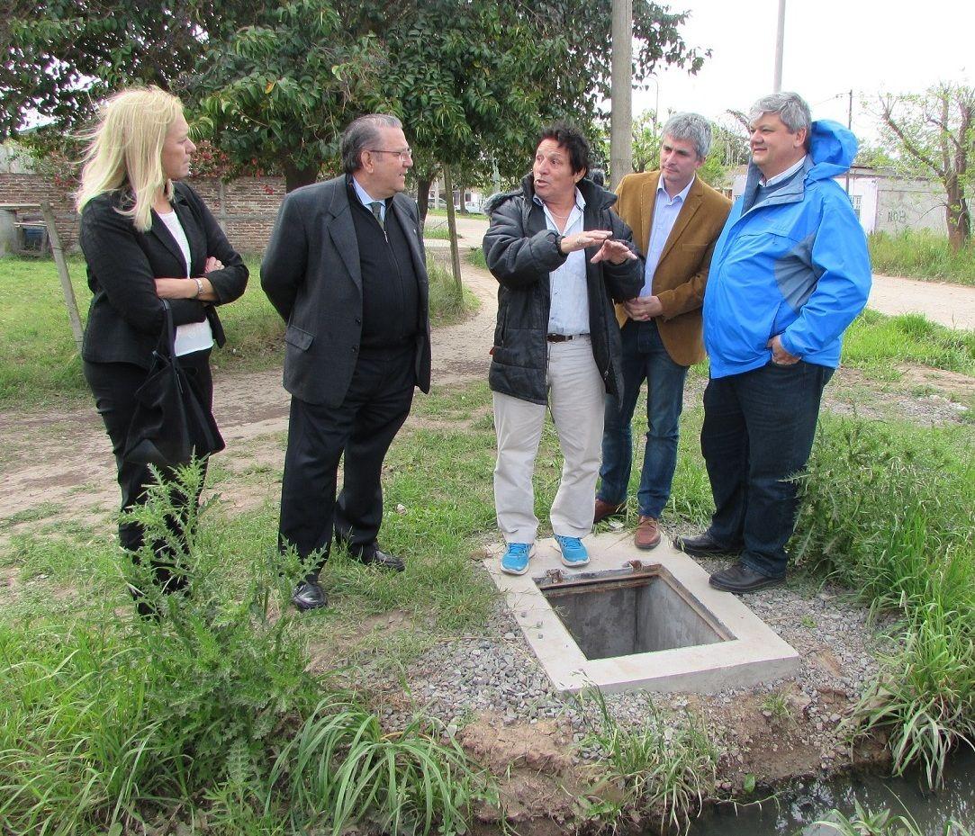 Funcionarios provinciales y el futuro intendente Ricci visitaron el barrio.