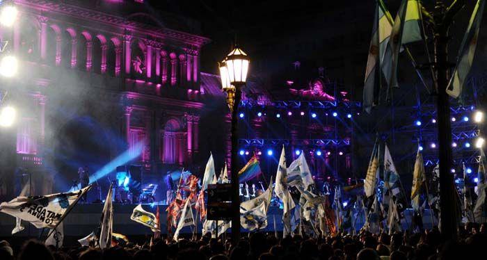Artistas populares animaron los festejos porteños por el aniversario de la Revolución de Mayo