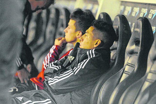 Mala pata. Sarmiento sigue el partido ante Huracán desde el banco