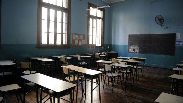 Los docentes piden discutir salarios y condiciones laborales en paritarias.