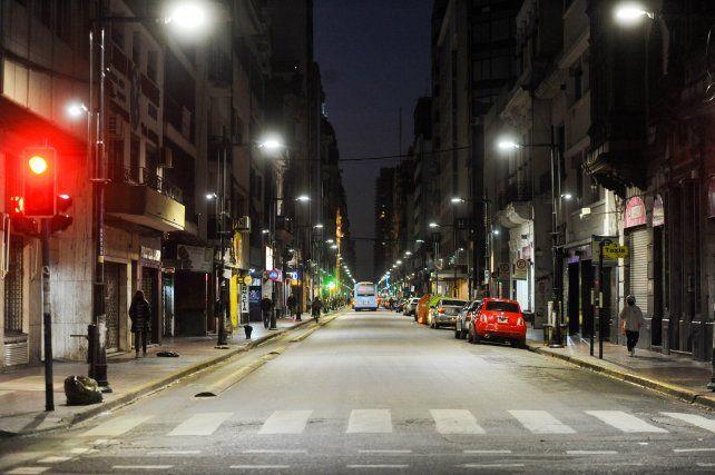 Escaso movimiento. Las oficinas vacías también potencian la escasa actividad que en pandemia empezó a evidenciar el área más neurálgica de Rosario.