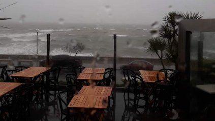 Destrozos en Mar del Plata por vientos de hasta 90 kilómetros