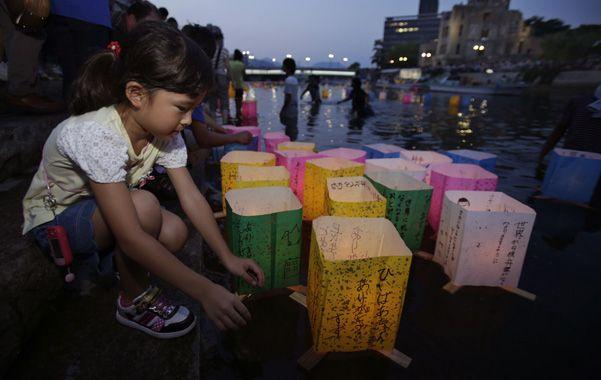 Conmemoración. Velas flotantes en el memorial de la paz de Hiroshima.