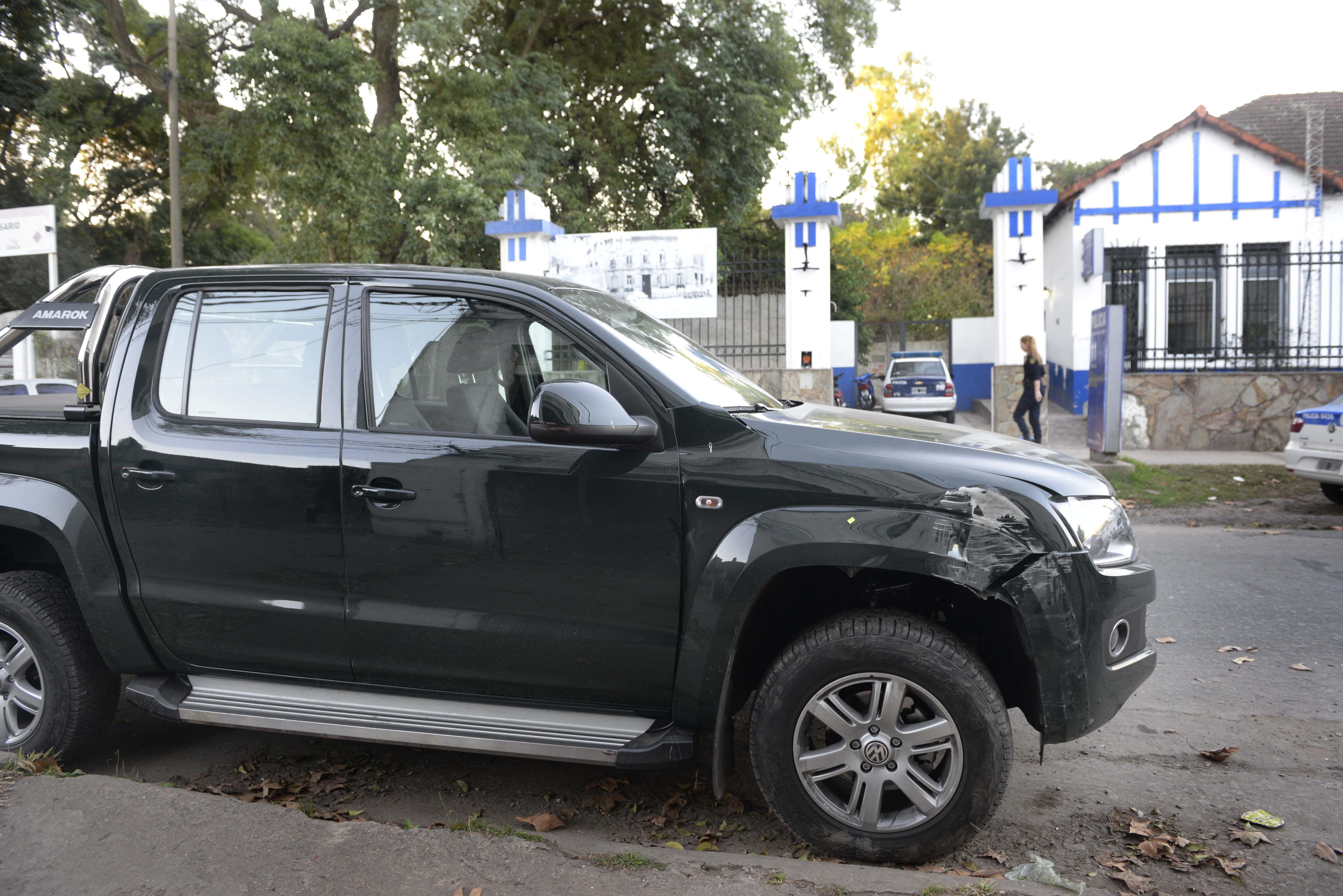abollada. La camioneta Volkswagen Amarok fue recuperada tras el choque.