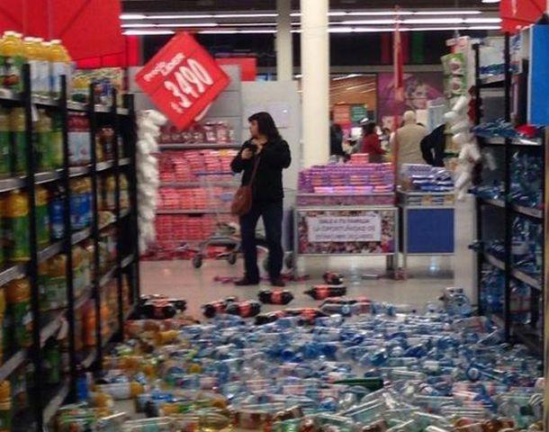 Así quedó un supermercado tras el terremoto.