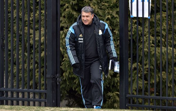 El Tata Martino dijo que esperará hasta mañana la evolución de Lionel Messi