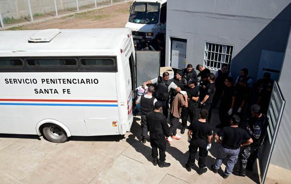 Trasladaron a 310 detenidos de comisarías de Rosario a la nueva Unidad Penal Nº 16