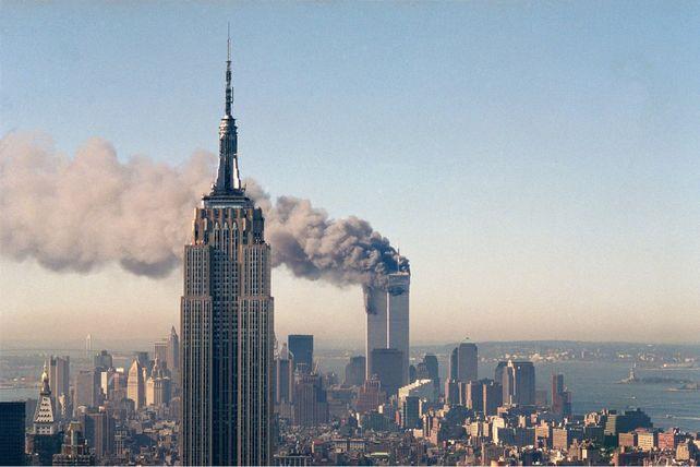 TERRORISMO. El humo se desprende de las edificaciones del World Trade Center