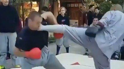 Un monje shaolín noqueó a un luchador de MMA de una patada y es furor en las redes