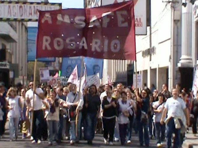 Amsafé Rosario realizó un fuerte reclamo y Binner cuestionó la medida