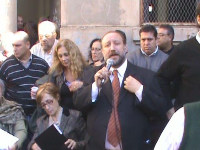 Pese a las protestas estudiantiles, Maiorana fue reelegido como rector de la UNR