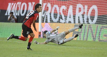 Con Maximiliano Urruti, Newells logró corregir su marcada falta de gol