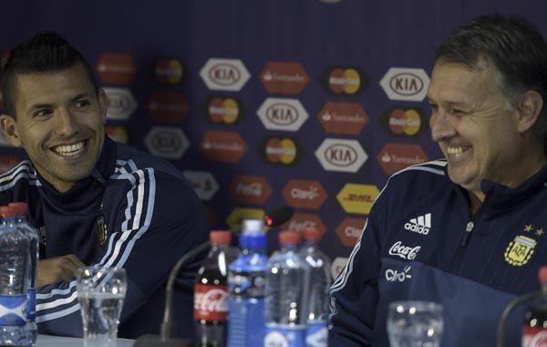 El Kun bromeó con Martino en la conferencia de prensa de hoy.