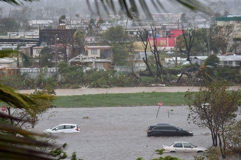 desastre. Un estacionamiento tapado por el agua en San Juan de Puerto Rico.