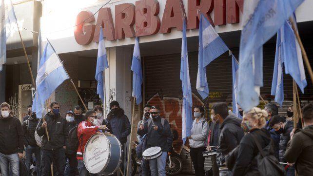 Los trabajadores reclamaron en la sede de peatonal Córdoba.