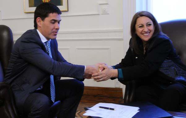 La intendenta y el secretario de Transporte firmaron un convenio para hacer pavimento