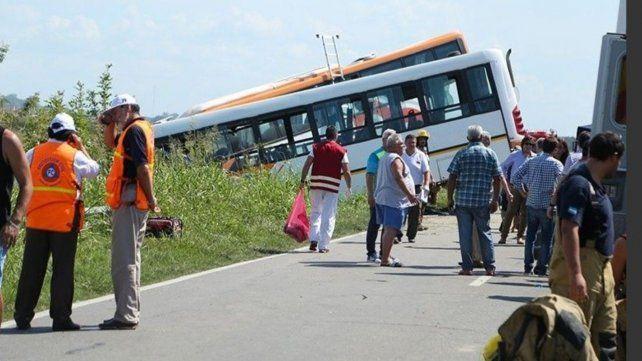 Los colectivos chocaron de frente sobre ruta 33 entre Pérez y Zavalla.