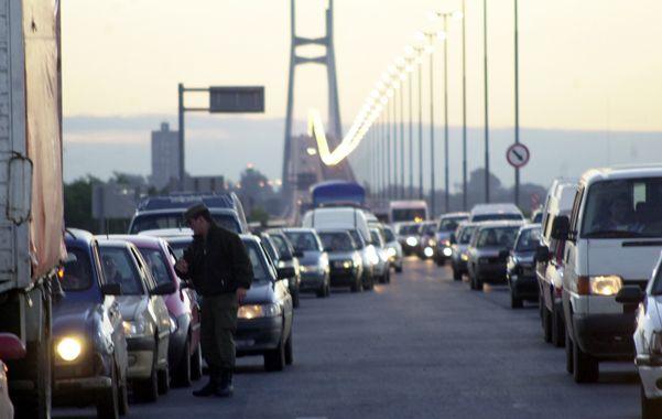 El primer día. Cuando se habilitó el puente hubo un aluvión de autos