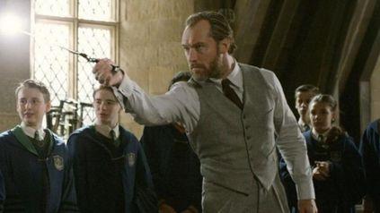 Jude Law como Dumbledore en Animales Fantásticos: Los crímenes de Grindelwald.