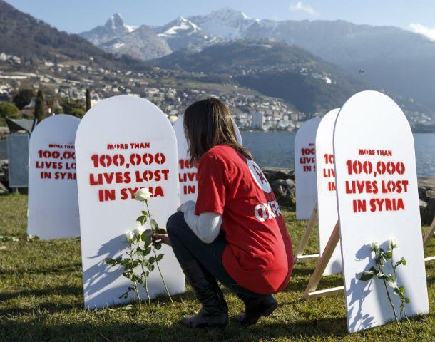 Memoria. Miembros de la ONG Oxfam recuerdan a las víctimas.