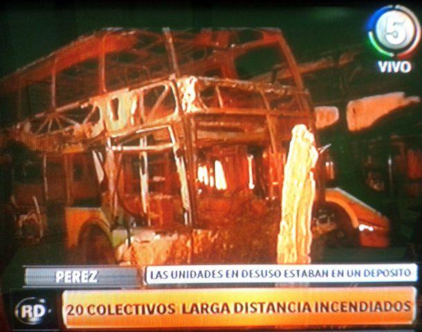 El incendio sucedió cerca de las 20 de anoche. (Foto: captura de TV)