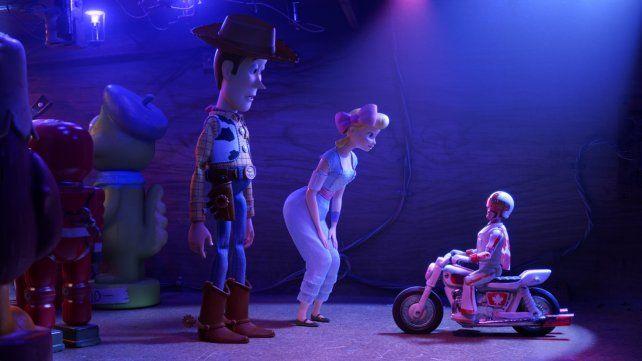 Woody vuelve a escena y con nuevos compañeros de cuarto.