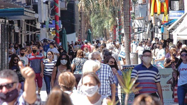 peatonal-barbijo-santa-fe-pandemia-covidjpg
