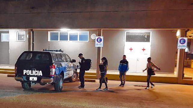 Visita y toma de muestras. Policía Federal junto a Prefectura controlaron a cuatro corporaciones de la zona de San Lorenzo.