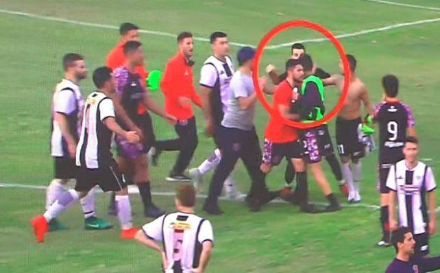El momento en queDavid Cerquetella agrede a Francisco Mastrángelo. (Foto: captura de video)