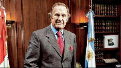 El senador Carlos Reutemann permanece internado en la sala de terapia intensiva del Sanatorio Parque.