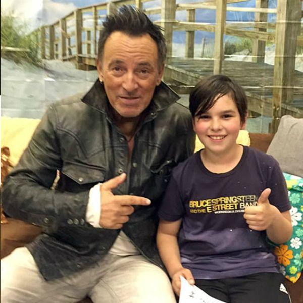 Bruce y su pequeño fan