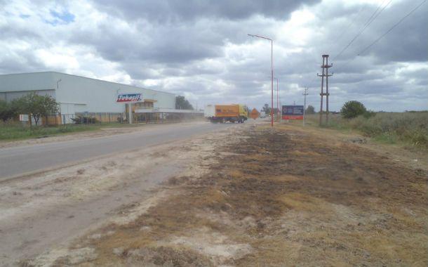El lugar. El accidente en el que volcó el camión se produjo muy cerca de la fábrica de caños de escape Tubosil