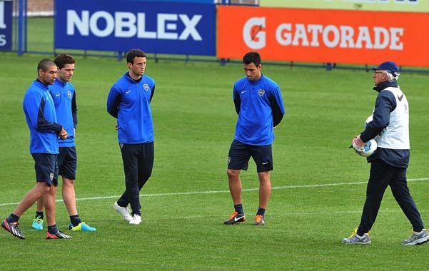 Lo prepara. Carlos Bianchi en el entrenamiento de ayer en Casa Amarilla pensando el partido del domingo con Quilmes.