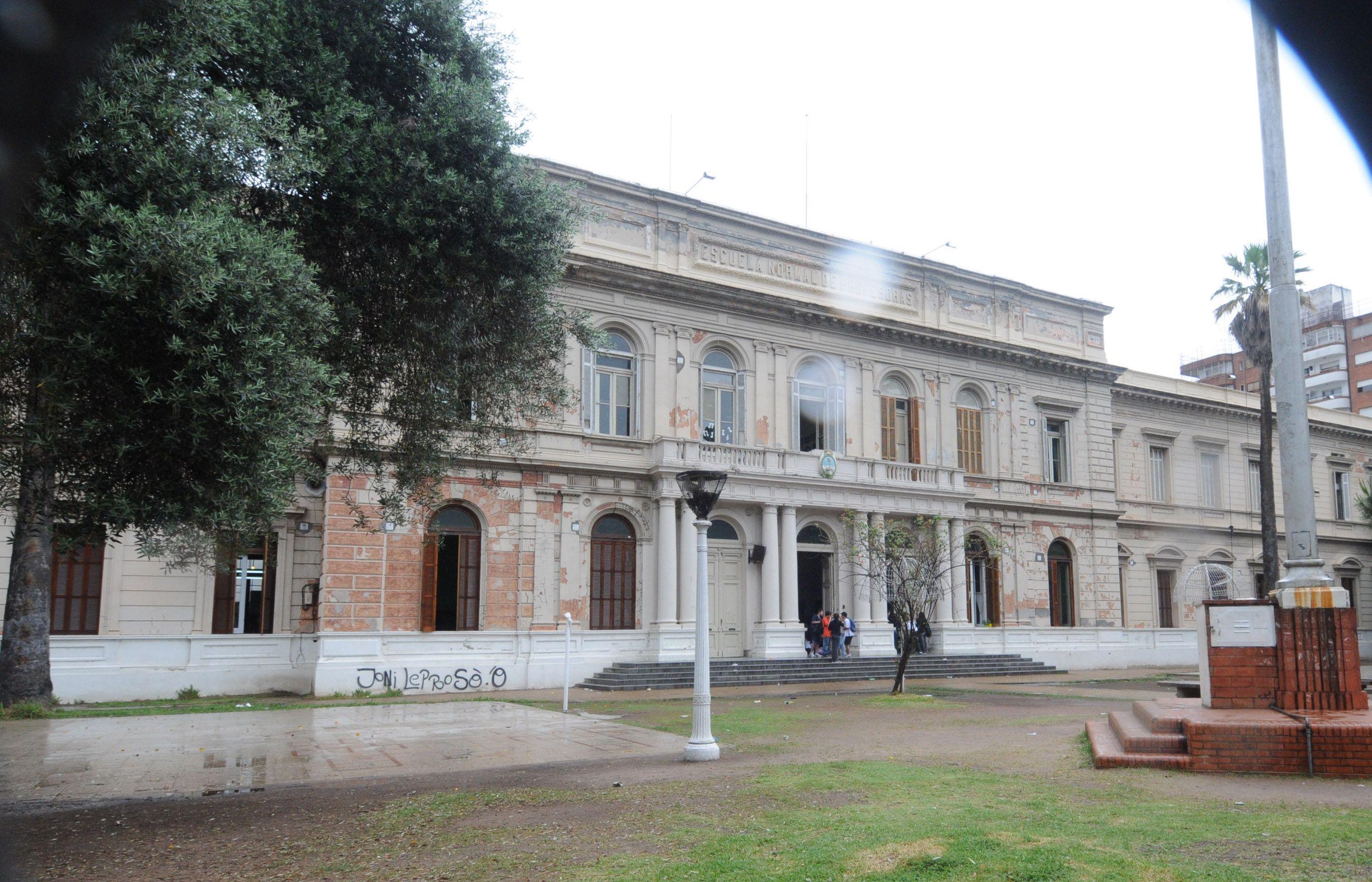 El Entierro de libros terminó mal hoy en el establecimiento de San Juan y Entre Ríos.