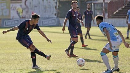 Por tres puntos. Gonzalo Gómez estará en la ofensiva junto a Fabricio Lovotti. El matador necesita ganar para escalar en la Primera C.