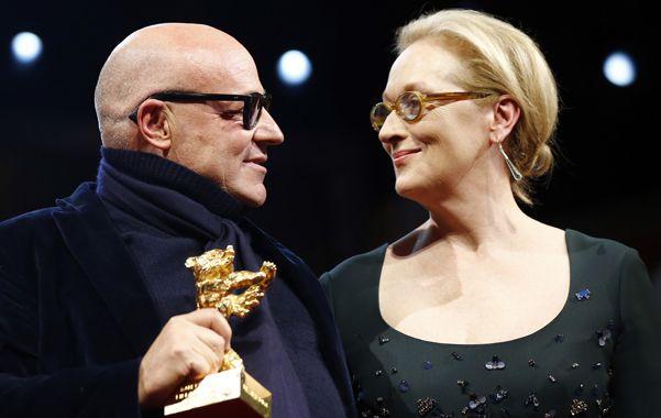 Intenso. Rosi agradece el galardón a Meryl Streep en la gala celebrada ayer.