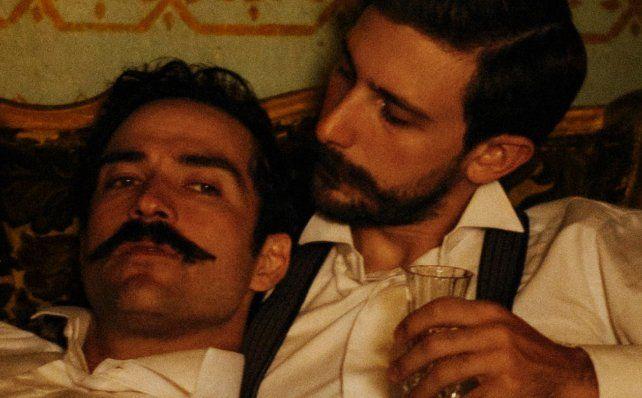 Alfonso Herrera y Emiliano Zurita como Ignacio de la Torre y Mier