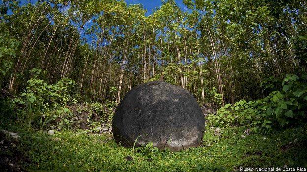 Un ícono. Una de las esferas del delta del Diquís. Pueden tener más de dos metros de diámetro y pesar 16 toneladas.