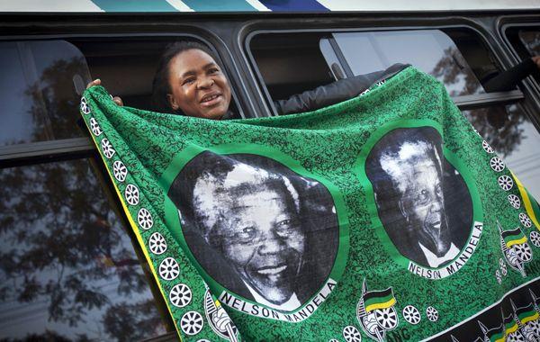 En las calles de Sudáfrica se pueden ver cientos de manifestaciones espontáneas en homenaje al ex presidente.