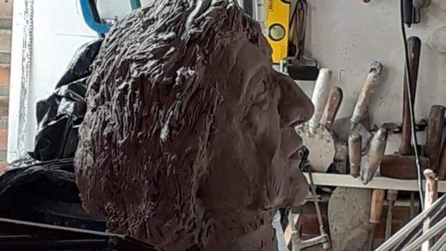 Avanza la estatua del Trinche
