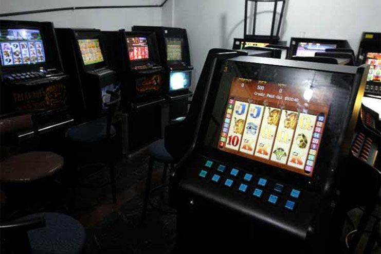 En la requisa se llevaron once computadoras con juegos de carreras de caballo y de ruleta y armas.