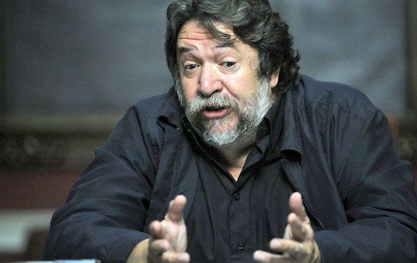 """Claudio Lozano recibió el premio """"Regino Maders"""" de manos del GEN rosarino. (foto: Matías Sarlo)"""